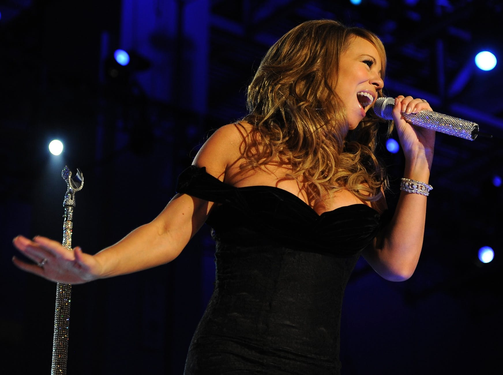 woman-mariah-carey-singer-entertainer-65702.jpeg